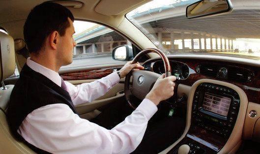 агенту по договорам купли-продажи автомобиля
